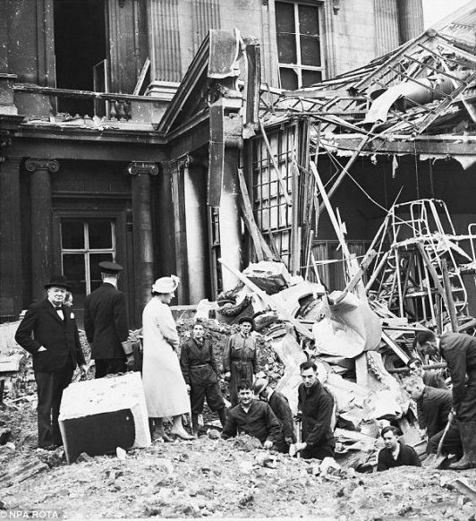 Buckingham Palace is bombed. Churchill, King George VI and Queen Elizabeth inspect the damage. Photo: NPA Rota