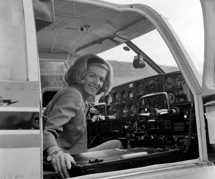 Sheila Scott in the cockpit of her Piper PA-24-260B Comanche G-ATOY in 1966