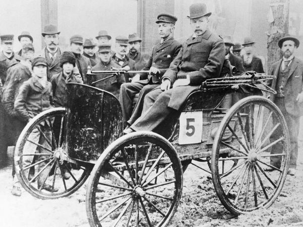 The winning vehicle, a Duryea Motor Wagon Company vehicle driven by Frank Duryea