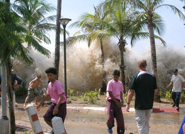The tsunami hits Ao Nang, Thailand