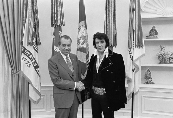 Richad Nixon meets Elvis Presley at the White House, December 21, 1970