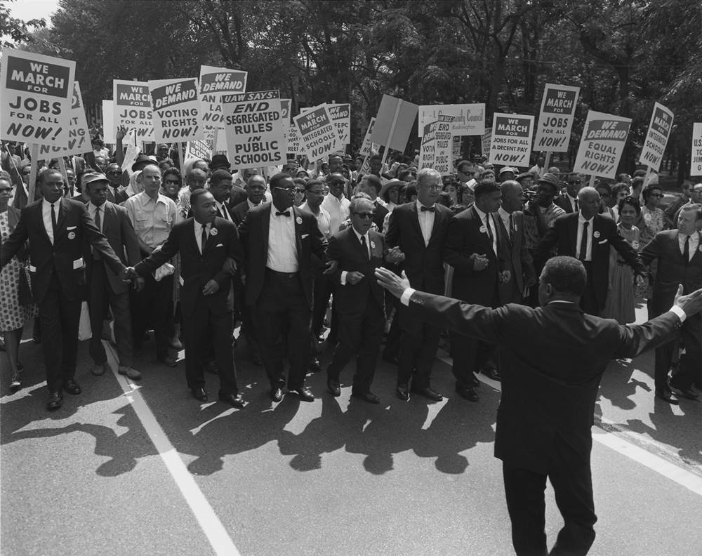 Civil rights leaders link arms in front of marchers on Constitution Avenue