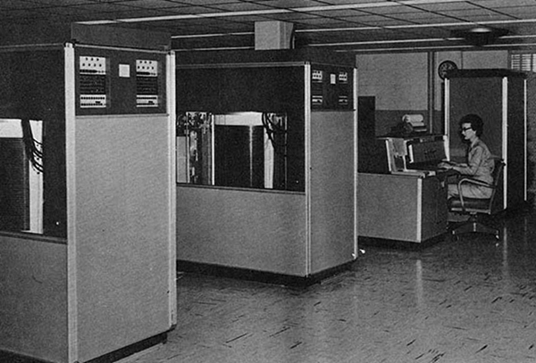 IBM 305 RAMAC at the U.S. Army Red River Arsenal; foreground: two 350 disk drives; background: 380 console and 305 processing unit