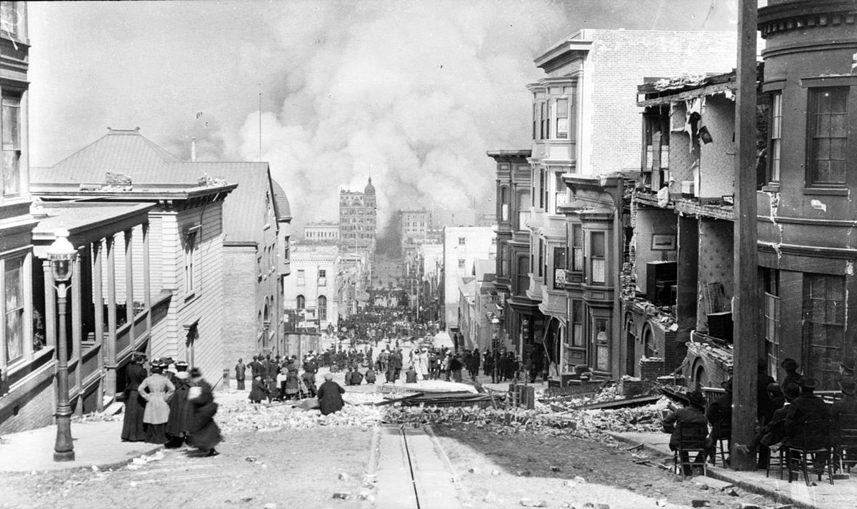 Arnold Genthe's famous photograph, looking toward the fire on Sacramento Street