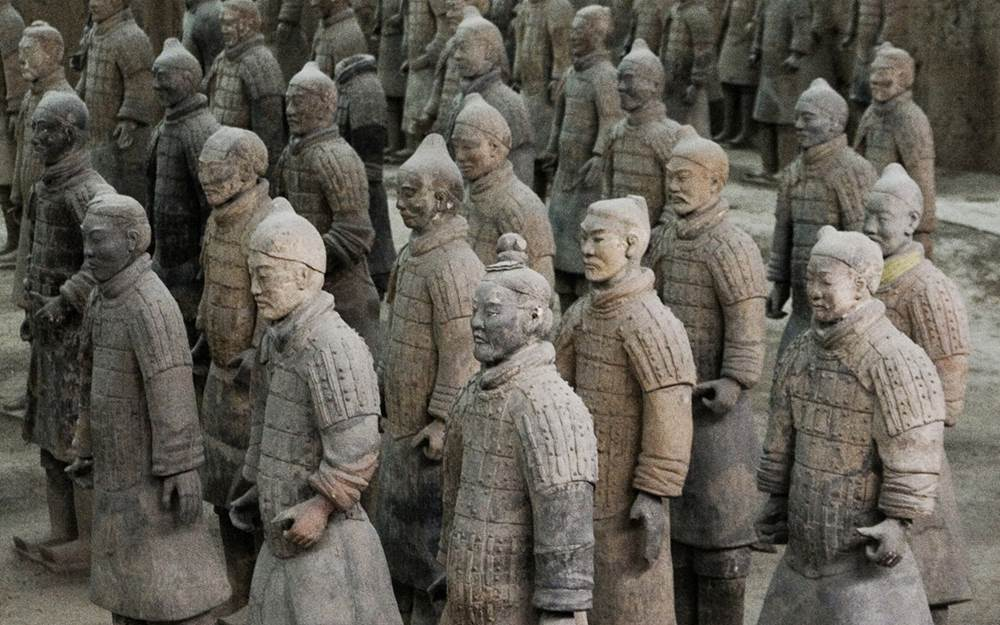 bfdc06938 The Terracotta army standing guarding at the tomb of China's 1st emperor,  Qin Shi Huang